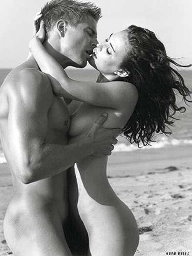 Голая пара целуются фото